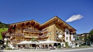 Außenansicht Aktiv Hotel Gaspingerhof im Sommer