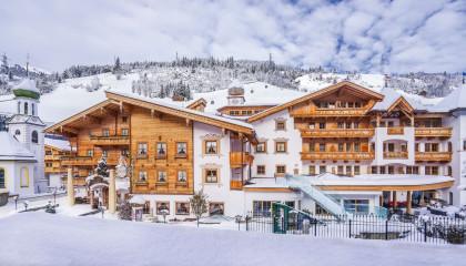 gaspingerhof aussenansicht winter hotel
